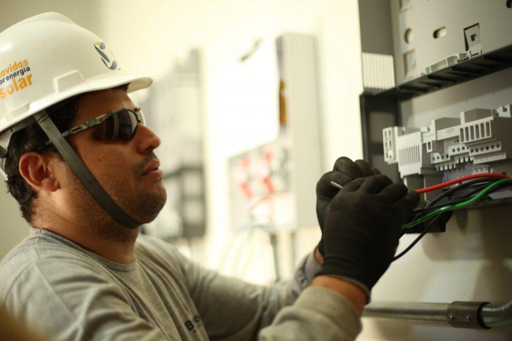 A parte elétrica da instalação do sistema fotovoltaico