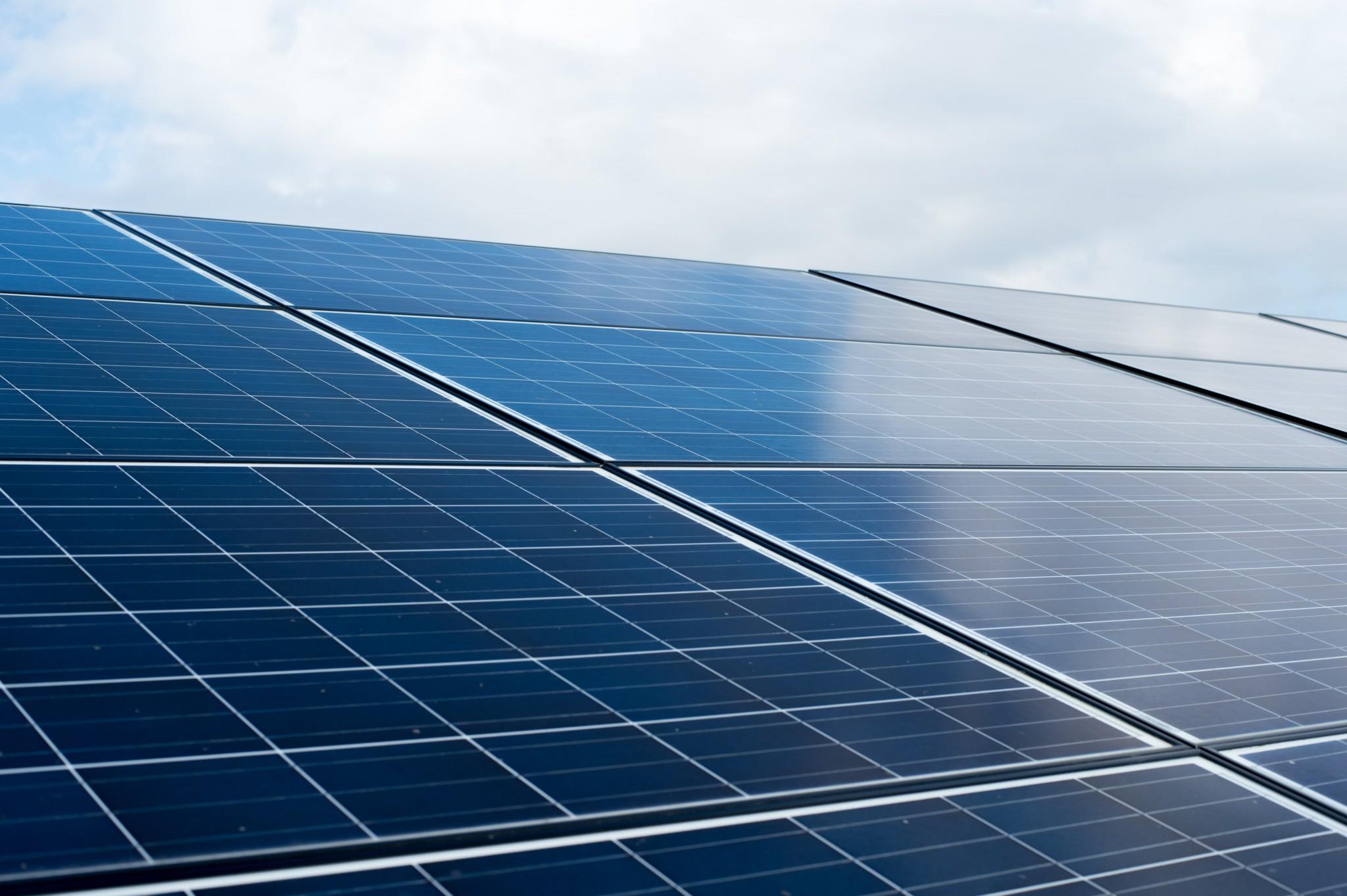 Sistema fotovoltaico conectado rede el trica sistema on for Baterias de placas solares