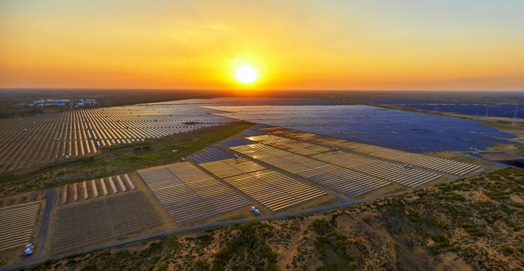 maior usina solar do brasil _ imagem de uma usina solar