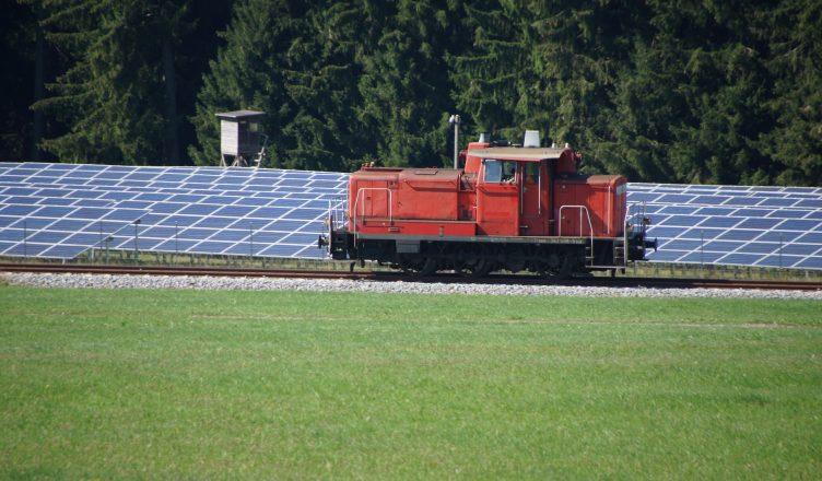 trem-movido-a-energia-solar-na-india