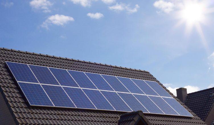 especialistas-apontam-oferta-de-energia-renovavel-a-pessoas-fisicas-como-desafio-do-setor