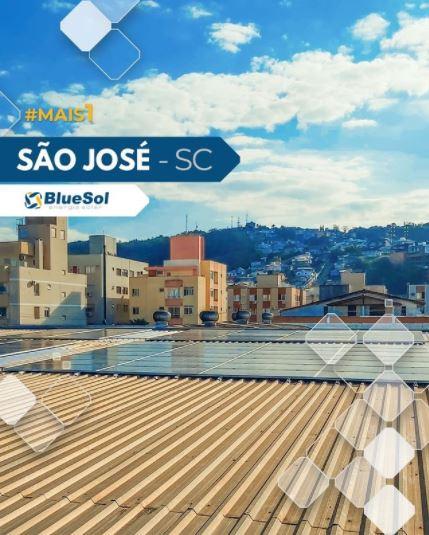 energia solar santa catarina _ painel solar em telhado de empresa