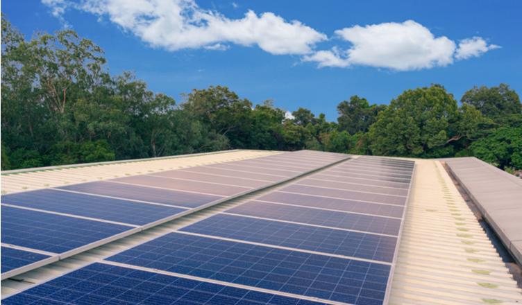 energia solar em imperatriz _ placas solares sobre o telhado