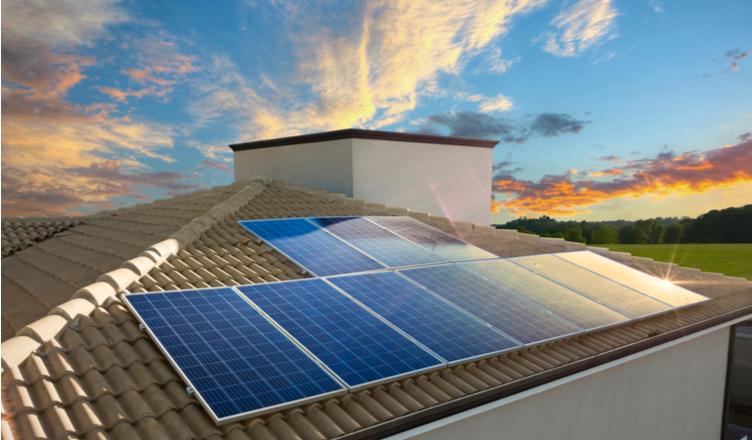 energia solar em Camaçari _ painel solar em telhado residencial