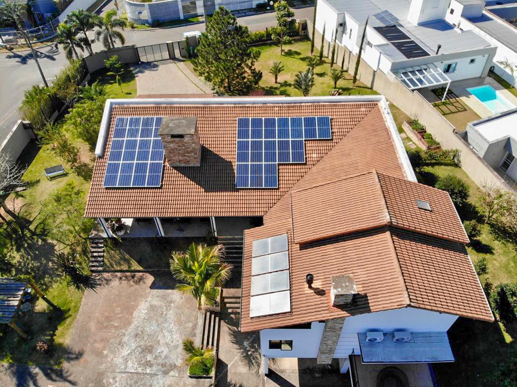 energia solar são josé - SC _ casa com placas solares no telhado